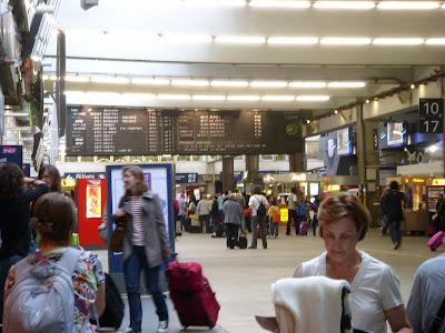 モンパルナス駅の待合