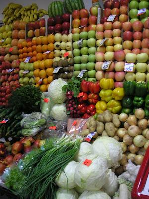 野菜と果物の陳列