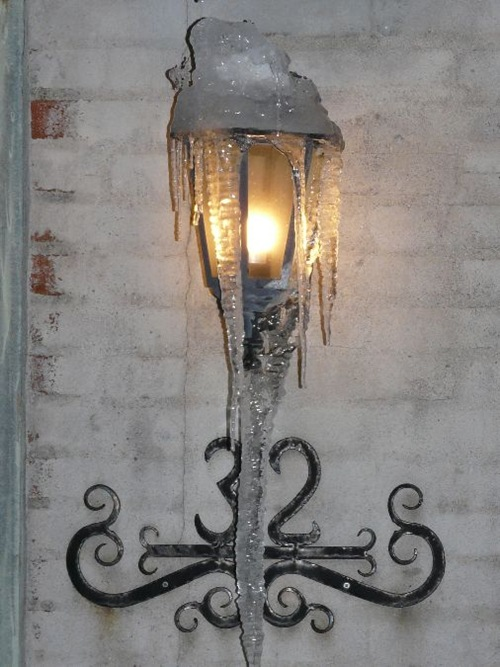 Vinter 2010 lampe med istapper 003