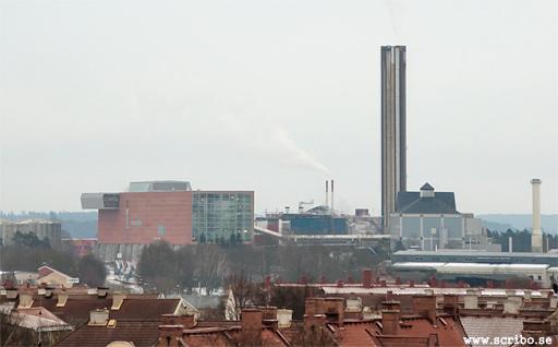 Vy över värmeverket med skorstenen och Block 5