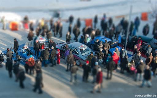 Rallybilar nedanför Uppsala Konsert & Kongress