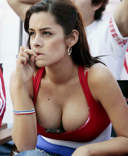 image: WC-paraguay-hot-girl-fan-Larissa-Riquelme_2