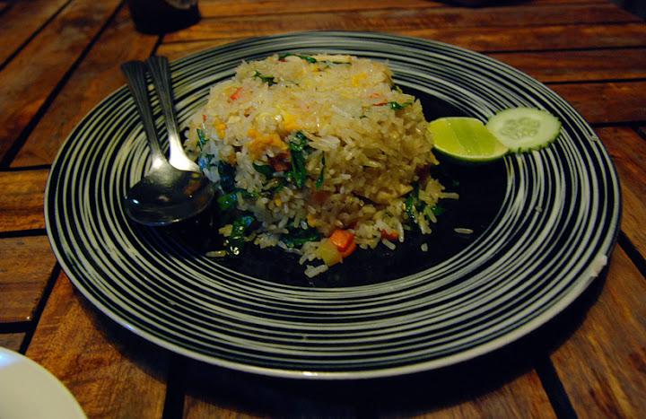 Жаренный рис с курицей. Таиланд