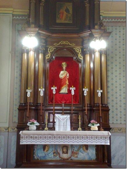 42. Altar lateral direito