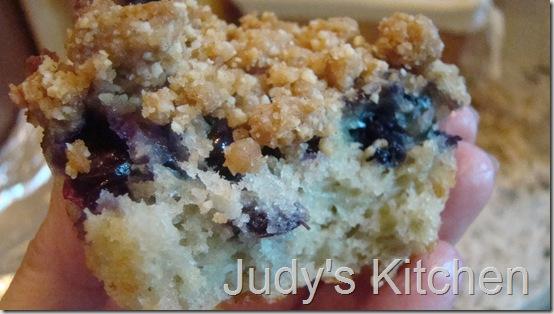 Judy's Kitchen: BLUEBERRY CRUMB CAKE MUFFINS