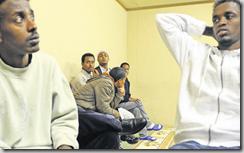 Ce groupe de Somaliens, après avoir perdu de nombreux compagnons de voyage en Lybie ou dans la Méditerranée, voient leur avenir avec grande inquiétude.