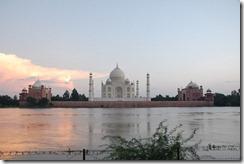 India 2010 - Agra , Taj Mahal , desde el rio , 17 de septiembre   27
