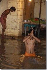 India 2010 -Varanasi  ,  paseo  en barca por el Ganges  - 21 de septiembre   25