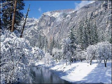 sneeuw en rivier