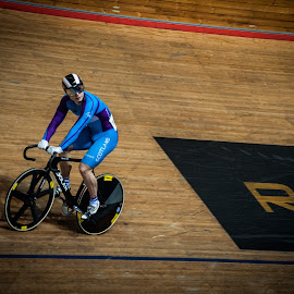 Standing start-stop by Chris Hartley - Sports & Fitness Cycling ( #fast, #cycling, #sprint, #trackcycling, #powerful, #velodrome )
