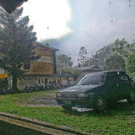 Menunggu hujan reda by Mochammad Ferdiansyah - Instagram & Mobile Android ( car, rainy day, rainy, rain drops, rain )