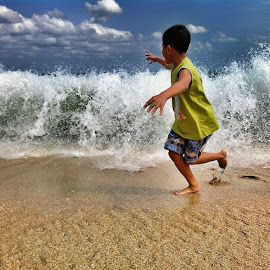 invite the waves to the shore by Budi Purwanto - Instagram & Mobile Android ( water, playing, child, beach )