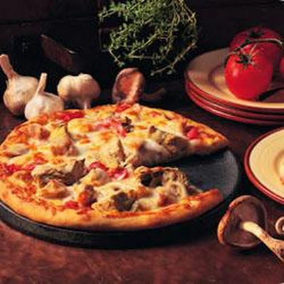 Chicken and Artichoke Pizza with Fresh Tomatoes