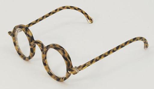 Runde Brillen mit Menschenhaar