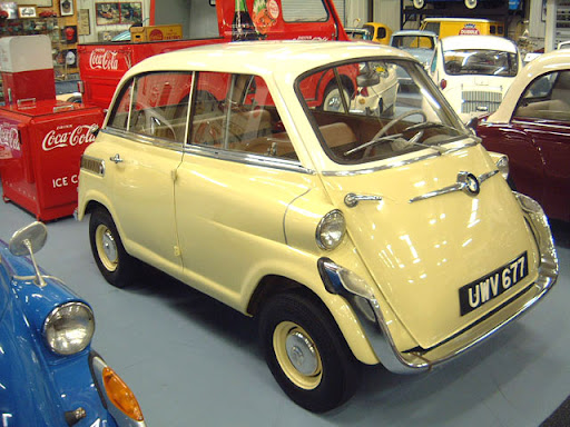 Antika niteliğinde olan bu otomobiller müzelerde sergilenmektedir