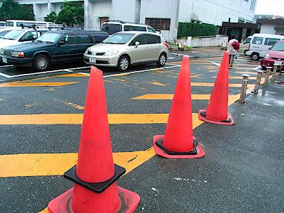 Conos gigantes 巨大ロードコーン Giant traffic cones