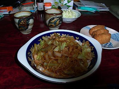 inarizushi yakisoba yunomi 稲荷寿司 いなり寿司 焼きそば 湯呑