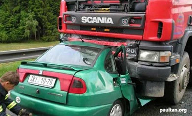 truck_vs_car_crash