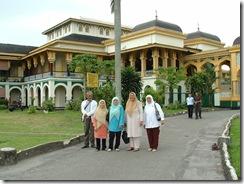 Luar Istana Maimun