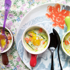 Quail eggs en cocotte with leek, julienned zucchini and smoked salmon