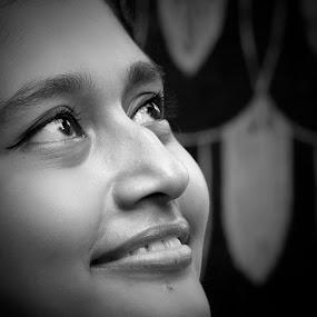 Untitled beauty......3Model- Tina Mukherjee by Arunima Malik - People Portraits of Women