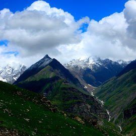 Clouds over mountains by Lokender Kumar - Landscapes Mountains & Hills ( clouds, himachal pradesh, mountain, lokender kumar, snow, rohtang, india, manali, travel, landscape, photography,  )