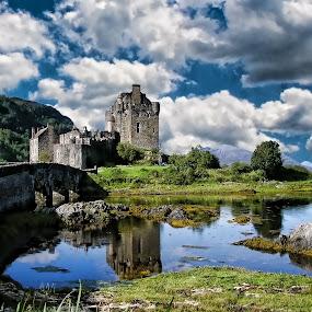 Eilan Donan castle Scotland by Gianluca Presto - Buildings & Architecture Public & Historical ( clouds, scotland, scozia, nuvole, highlander, castello, travel, fantastic, fortress, dark, cloudy, castle, fortezza,  )