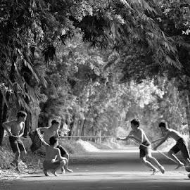 Tug of War Game by M Reza Saptodi - Babies & Children Children Candids