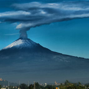 Big smoker by Cristobal Garciaferro Rubio - Landscapes Mountains & Hills ( cholula, popo, mexico, puebla, popocatepetl, eruption, smoking volcano, smoke )