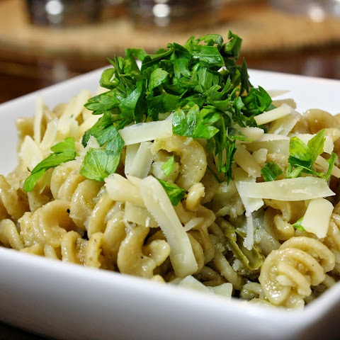 Pasta With Garlic Cauliflower Sauce