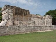 E aqui está o Templo dos Jaguares e dos Escudos, representado na porção inferior do esquema.