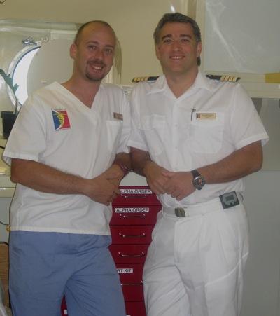 Aris e eu, numa pausa durante um dos dias do rastreio de hipertensão e diabetes que levámos à tripulação. No total vimos 336 tripulantes. E ainda dizem vocês que não trabalhamos...