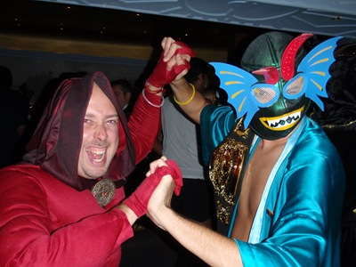 À tareia com um luchador... aaaah, se ao menos eu tivesse a minha máscara de Nacho Libre!