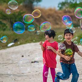 Happy Kids by Loh Jiann - Babies & Children Children Candids ( family, happy, bubbles, vibrant, kids,  )