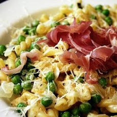 Sweet Pea-and-Prosciutto Macaroni and Cheese
