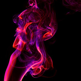 Smoke by Herni Bakker - Abstract Macro