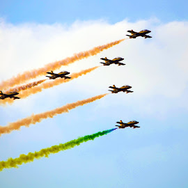 Aerobatic Show by Abu Noor Al Khatib - Sports & Fitness Other Sports ( army, wow, areobatic, sky, speed, color, blue, fast )