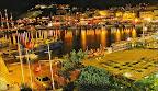 Anfi tiyaro yat limanını çok güzel gören bir yere yapılmış.