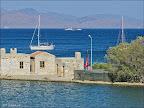 Yat limanının batısında küçük bir tatlı su göleti.