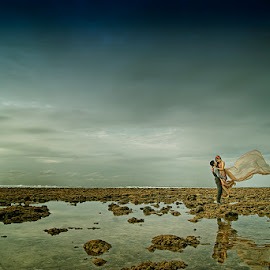 ONLY YOU by Enrief Potreto - Wedding Other ( lovers, pair, beautiful, romantic, loving, beach, beach wedding, romance, couples, love, beaches, sky, prewedding, pre wedding, lovely, couple )