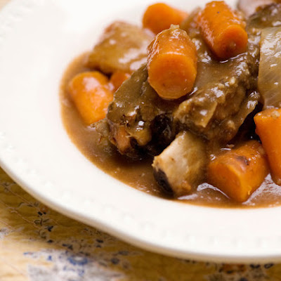 Slow Cooked Short Ribs with Carrots and Apples