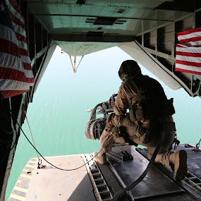 Door Gunner in Afghanistan by Chuck Holton - News & Events World Events ( helicopter, afghanistan, marines, war, military )