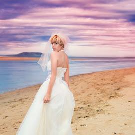 sea by Beatrix Bagdi - Wedding Bride