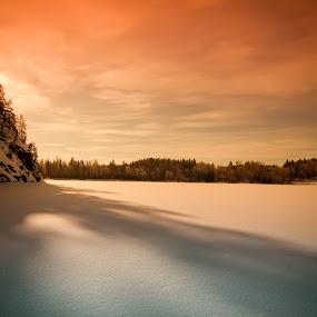 Sun over the ridge. by Per-Ola Kämpe - Landscapes Mountains & Hills ( mountain, winter, snow, lake, sunrise,  )