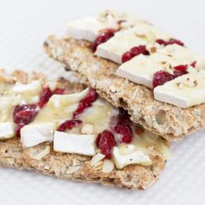 Cranberry, Brie and walnut crispbread