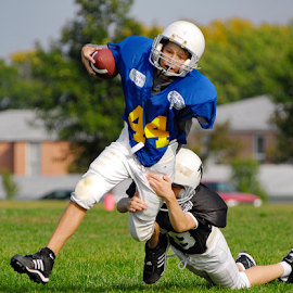 Tough to Tackle by Tom Vogt - Sports & Fitness American and Canadian football ( football, youth,  )