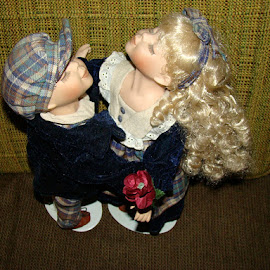 The Kissing Dolls 1 by Yvonne Collins - Artistic Objects Toys