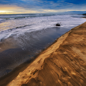 sunrise, sea and dunes by Cristobal Garciaferro Rubio - Landscapes Beaches ( clouds, water, shore, sand, dunes, rise, sea, sunrise )