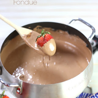 SNICKERS® Bar Fondue