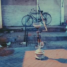 حقہ کرسی اور سائیکل. by Areesh Zubair - Transportation Bicycles ( Mybicycleseries, Lahore, Pakistan, Mazzay, heritagepakistan, Huqa, pipe, cycle, chair, vscobike, pathway, street, streetPhotography, bicycle, vzco_pakistan, vzcoPakistan, vsco_Pakistan, vscoPakistan, vscoPhotography, igers, igersPakistan, ig_Lahore, ig_Pakistan, vscocam )
